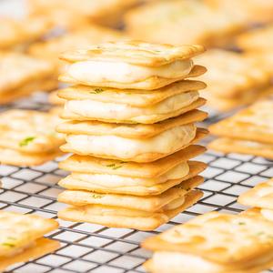 满29包邮~柠檬牛扎饼干~苏打夹心牛轧糖好吃的手工网红零食小包装