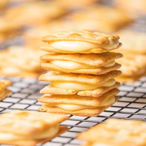 满29包邮~芝士牛扎饼干~苏打夹心牛轧糖好吃的手工网红零食小包装