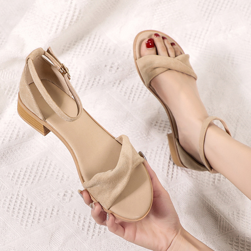 Red sandals, women fairy, and the wind is super. In summer 2021, the new students Suede can be salt, sweet, rough and all match.