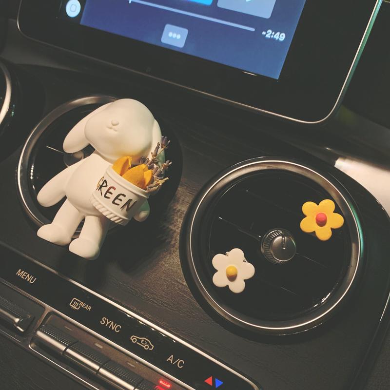 汽车ins可爱垂耳兔车载香水女用香薰扩香石膏空调出风口装饰摆件