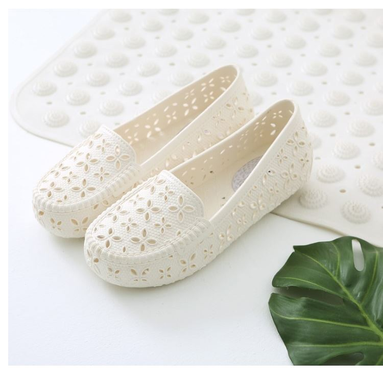 Plastic sandals womens summer flat bottomed anti slip hole shoes womens breathable beach shoes white nurses shoes casual womens sandals
