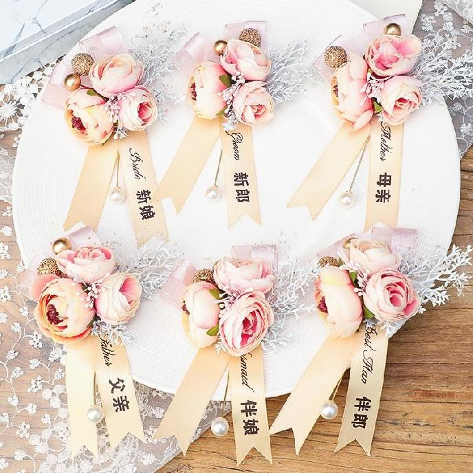 The womens Rose brides are chic, and the womens lapel is decorated by mori. New Brooch accessories