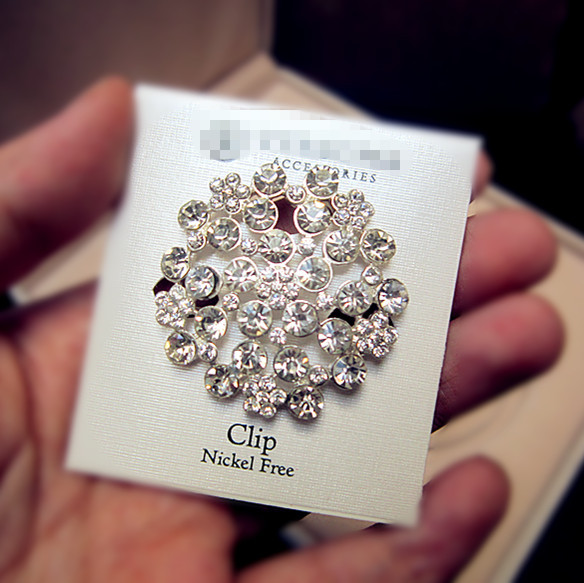 Post European and American fashion foreign trade super shiny diamond Silver Plated Round gem court retro Brooch Pin silk scarf button special