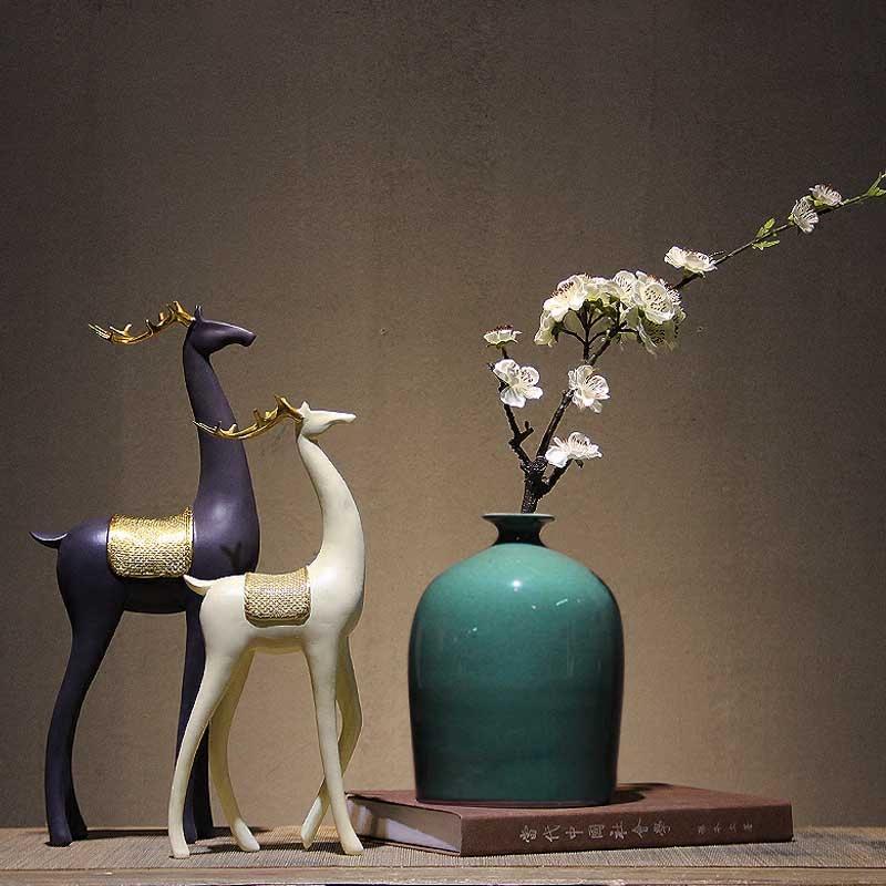 新中国式の景徳鎮の陶磁器の花瓶は禅の意味を並べて現代の客間の博古架書斎の生花の装飾品を支えます。