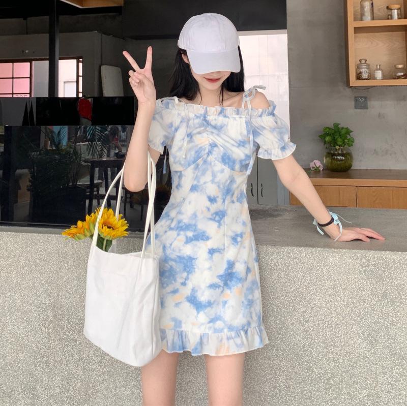 蓝色扎染一字肩连衣裙女夏季2021新款韩版设计感褶皱荷叶边短裙子