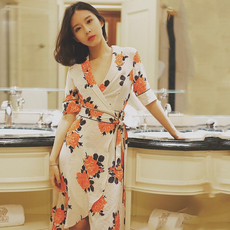 韩国v领中袖连衣裙夏2018新款中长款绑带气质名媛法式碎花裹身裙