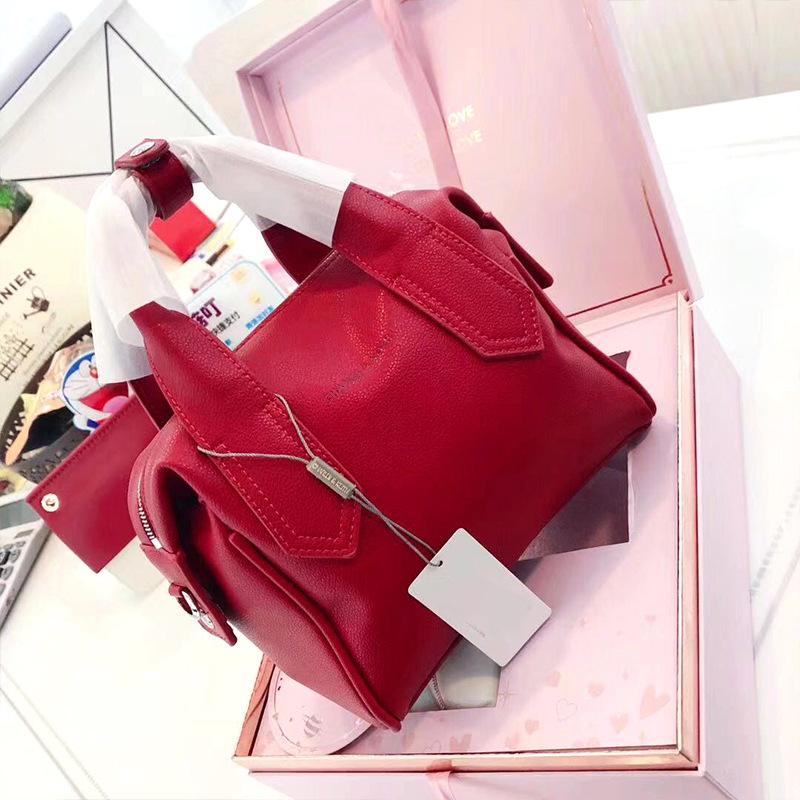 新加坡新款小ck翅膀女包波士顿手提枕头包妈妈新娘红色结婚包包