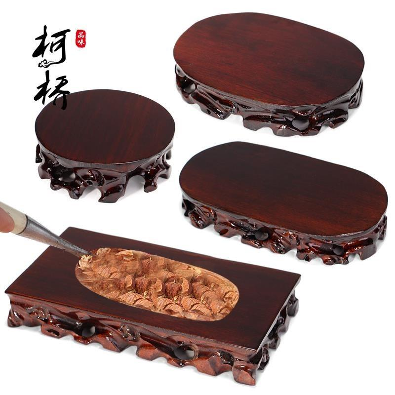 A tray of ornamental stones, a rectangular handicraft on the base of the Buddha statue, displays the bonsai lotus seat mat