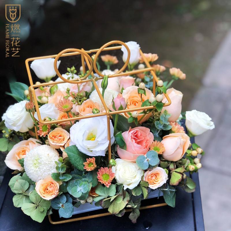 七夕の日に花と一緒に城をあげます。武漢から彼女の妻に誕生日をプレゼントします。