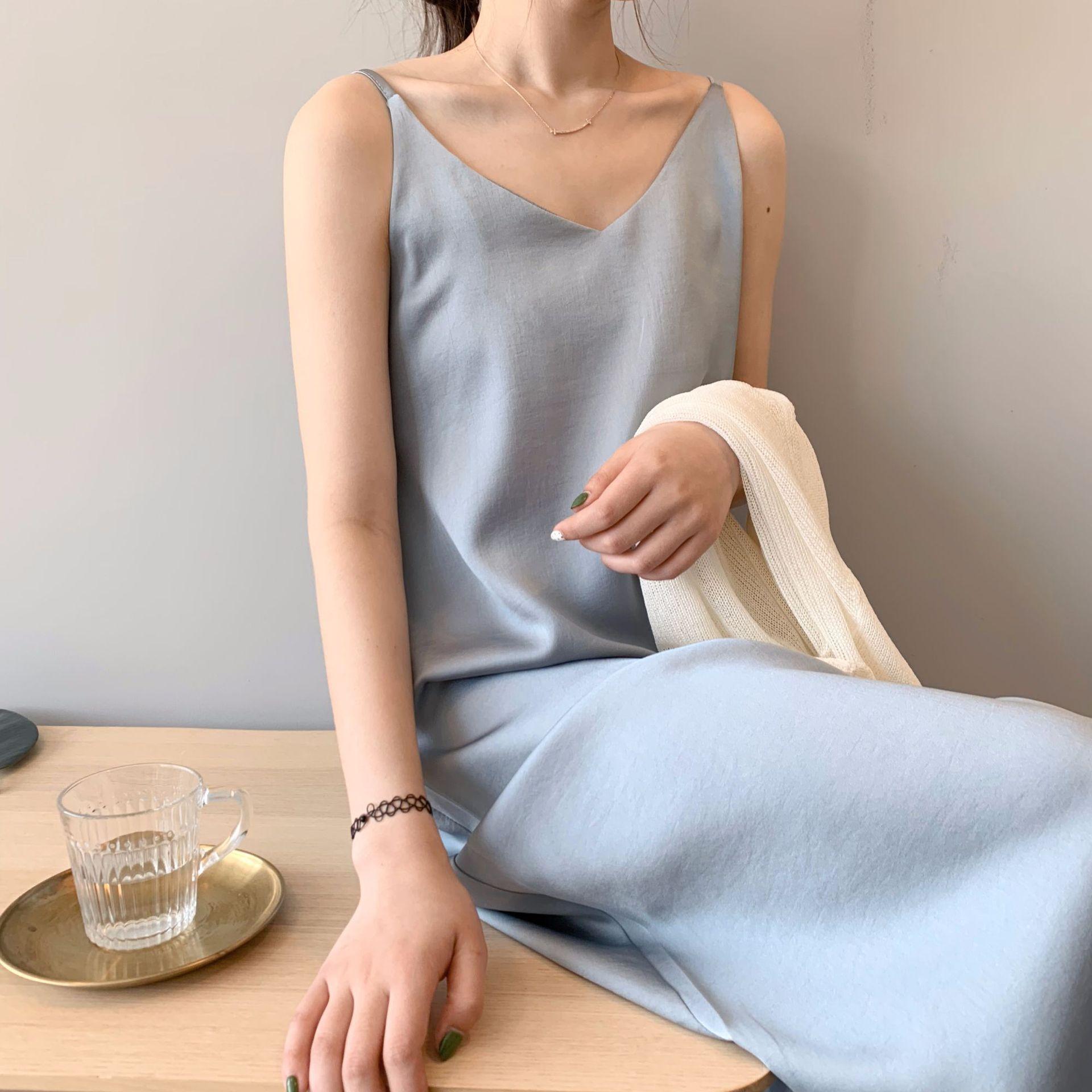 12-07新券雾霾蓝丝质珠光泽感绸缎面丝滑可调节吊带连衣裙女秋气质优雅长裙