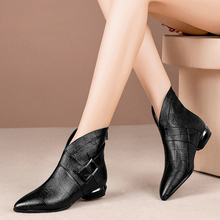 Spring and Autumn 2019 New Shoes Female Leather Ankle Boots Flat-soled Boots Tip Flat-heeled Large Size Female Shoes 42-43 Size List