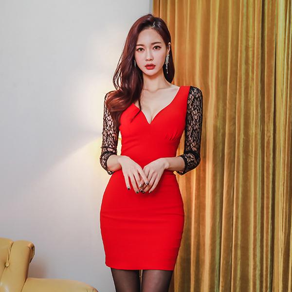 9696#【高档女装】2018春夏新款韩版中袖深V领低胸蕾丝拼接系带包臀时尚连衣裙