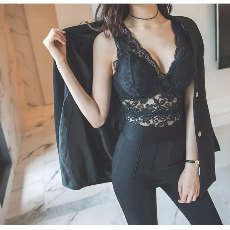 Lace vest with detachable breast pad and lace suspender V-neck, slim and slim with bottom vest