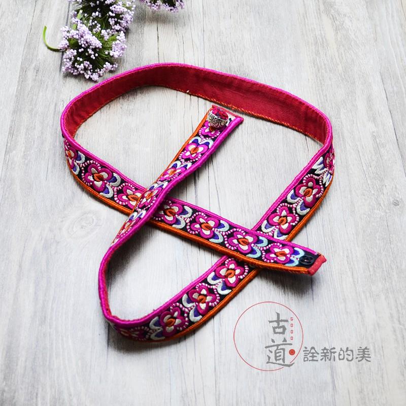 新商品のオリジナルデザイン創意刺繍ベルトは女性の復古民族風の純手作業刺繍のウエストチェーンの多色です。