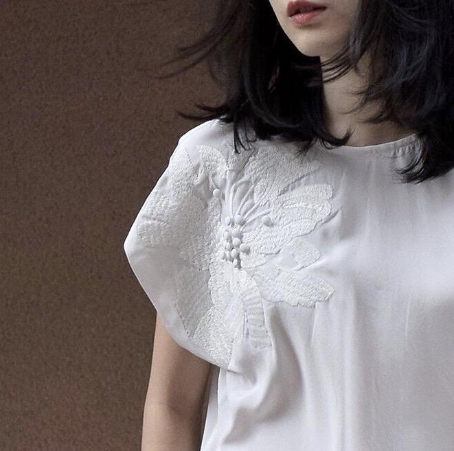 【清仓不退换】高阶质感 19姆米真丝仙美立体刺绣造型上衣S0995