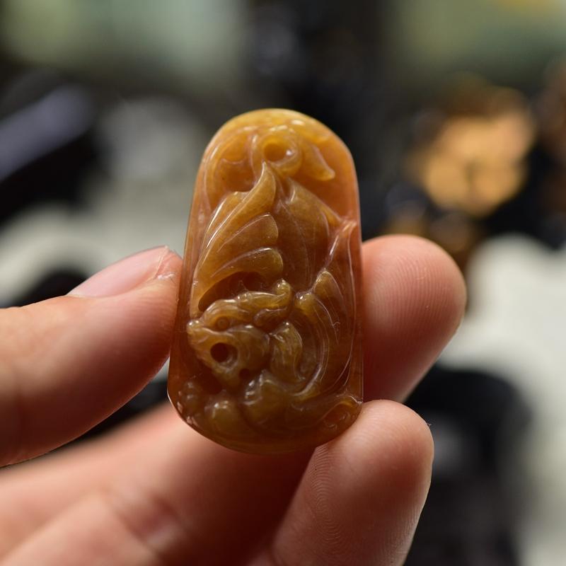 ミャンマーの翡翠玉のペンダントのペンダントの針の勇猛ブランドの手作業彫刻a商品の玉器は証明書を持ちます。