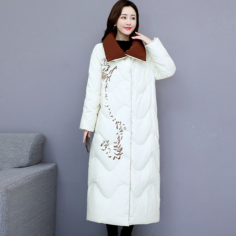 Off season special price Chinese national style embroidery oversized thickener overcomes mothers down jacket