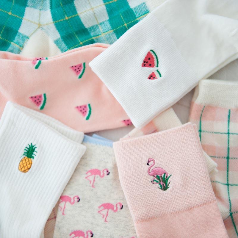 2018秋季款韩国可爱多色图案刺绣舒适棉质女中筒袜子保暖B54