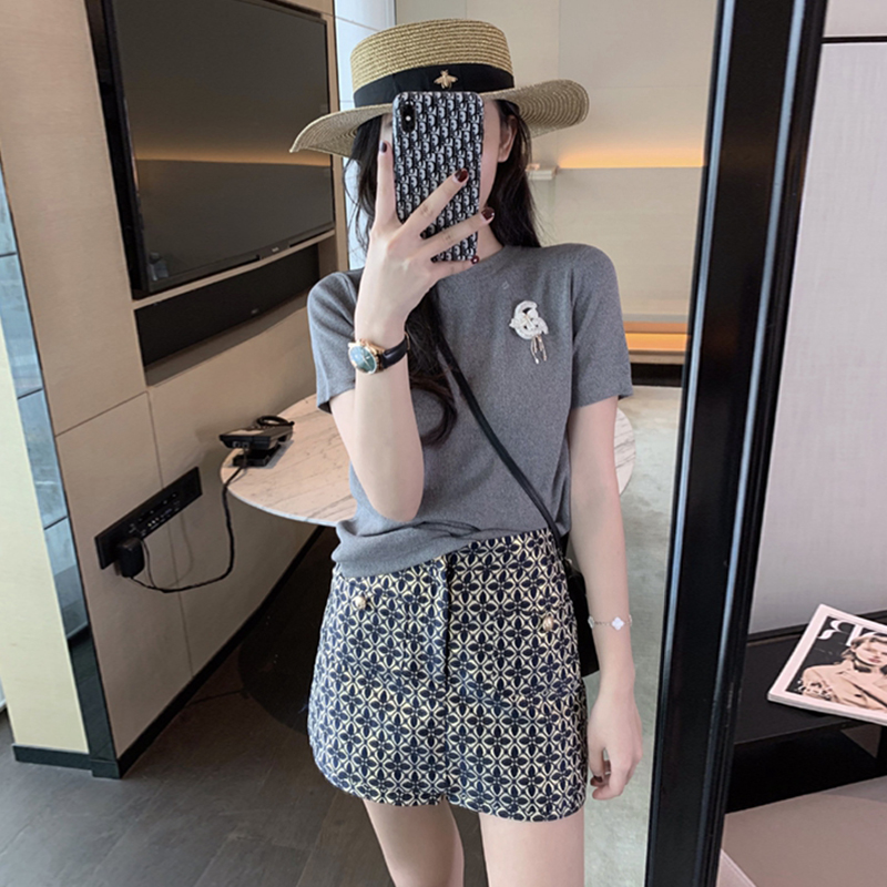 Lightly cooked wind and playful scheming two-piece net celebrity little goddess Fan Weixian Korean version of age-reducing short skirt suit summer