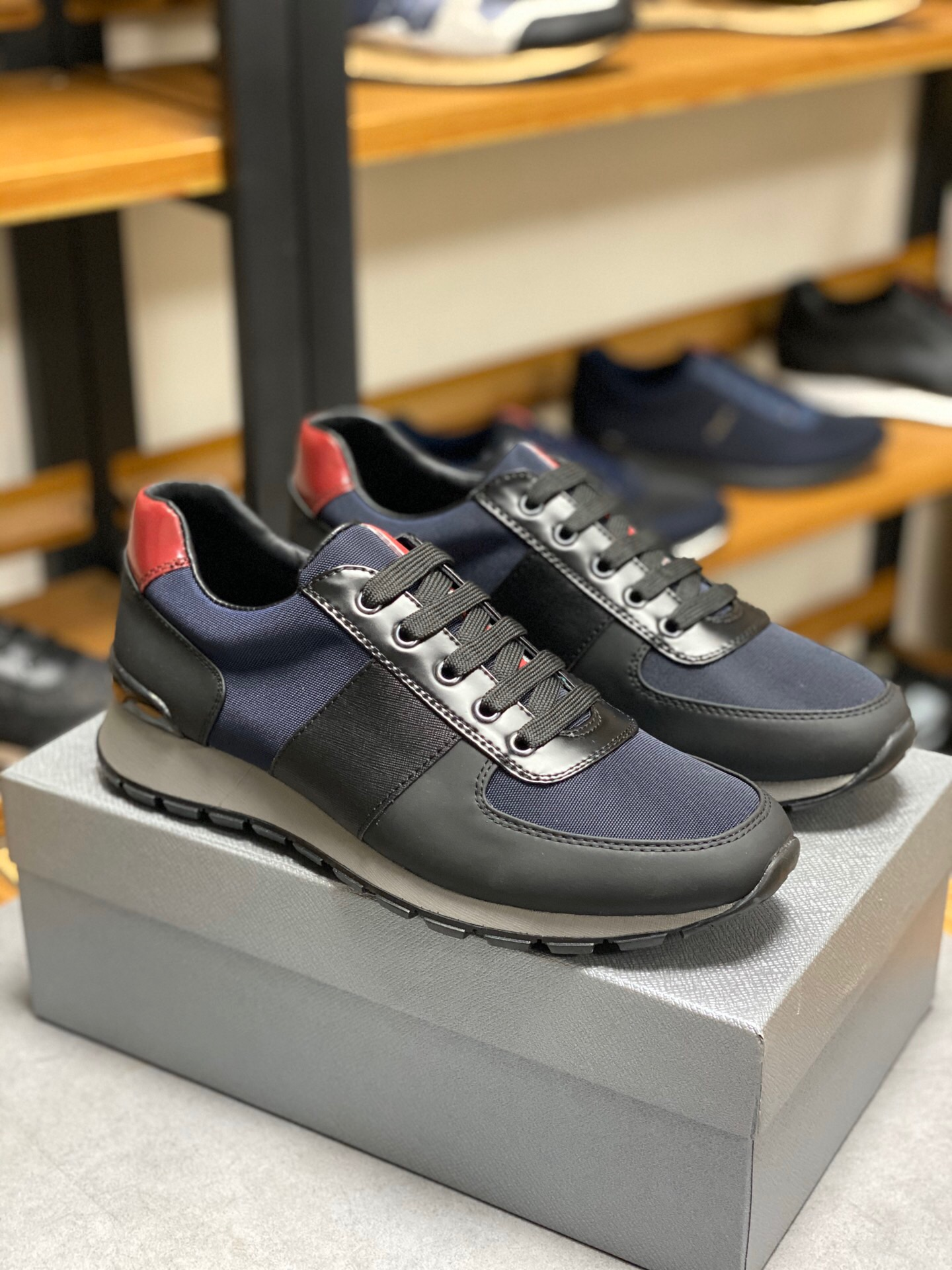 Mens shoes European station mens shoes fall / winter 2018 leather casual low top shoes mens fashion sports running shoes anti slip breathable fashionable shoes