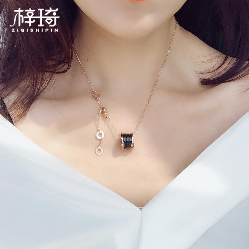 韩版黑陶瓷项链钛钢小红人弹簧吊坠女锁骨链简约玫瑰金潮牌毛衣链