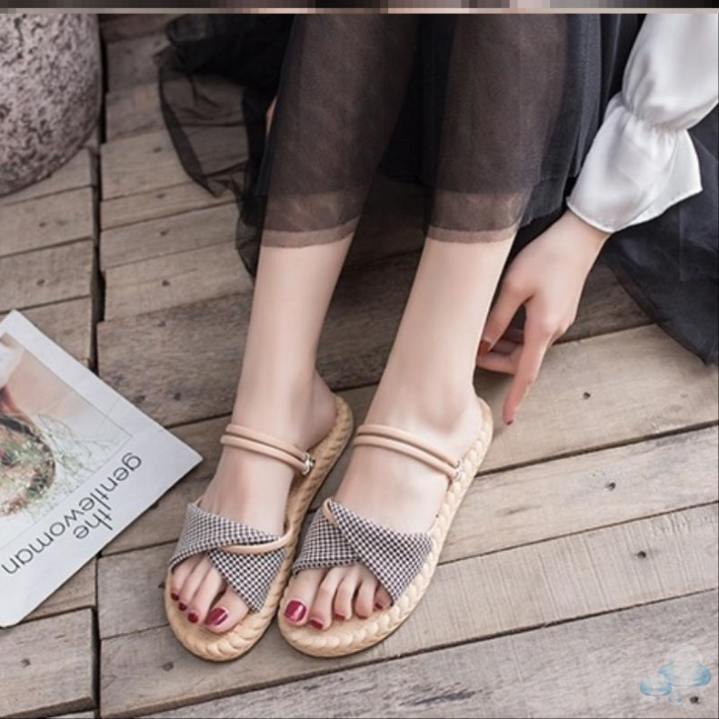 Beach shoes outdoor summer European and American style thick soled sandals womens trend 2020 retro thin and simple