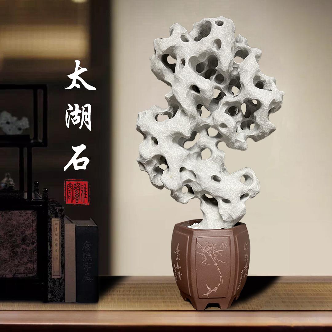 広西種類の太湖の石の天然の原石は石の霊壁の珍しい中国式の客間の書斎を供えて小型の置物の国風を飾ります。