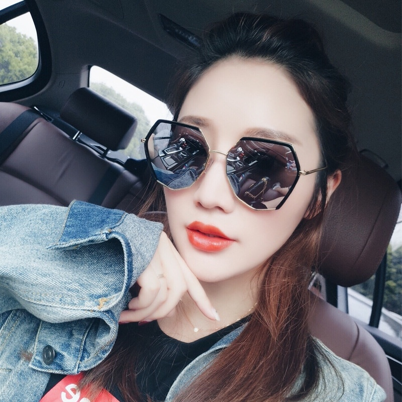 Black sunglasses are thin for women, fashionable for face, small sunglasses, polarizers are elegant, super hot and gradual changing colors for womens Hong Kong Style