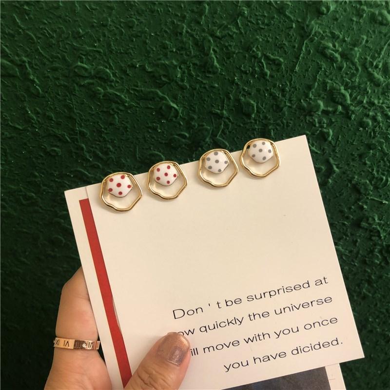 超可爱的不规则波点韩国小耳钉气质俏皮超仙简约时尚耳环精致甜美