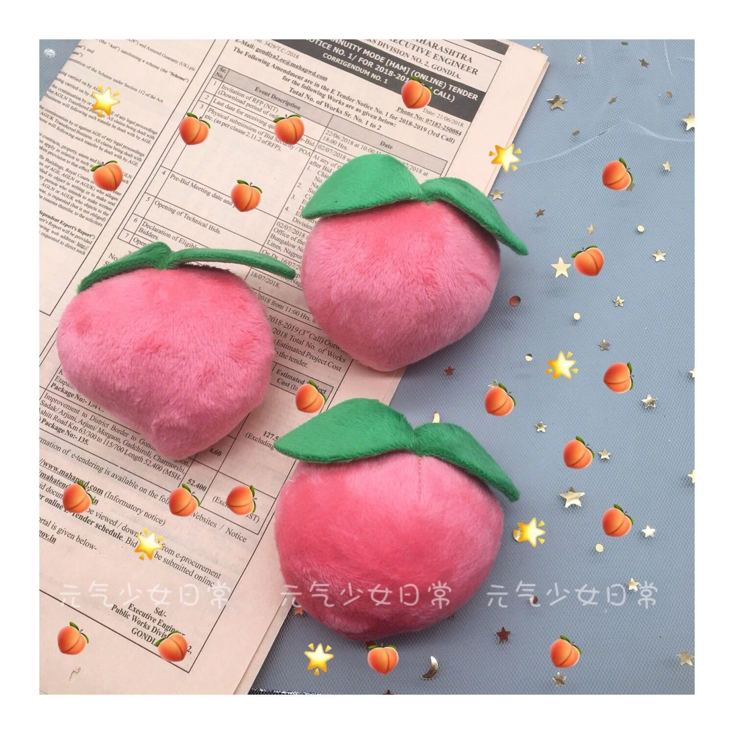 A peach super sweet super cute peach Brooch pink cute girl Plush funny pin finished product