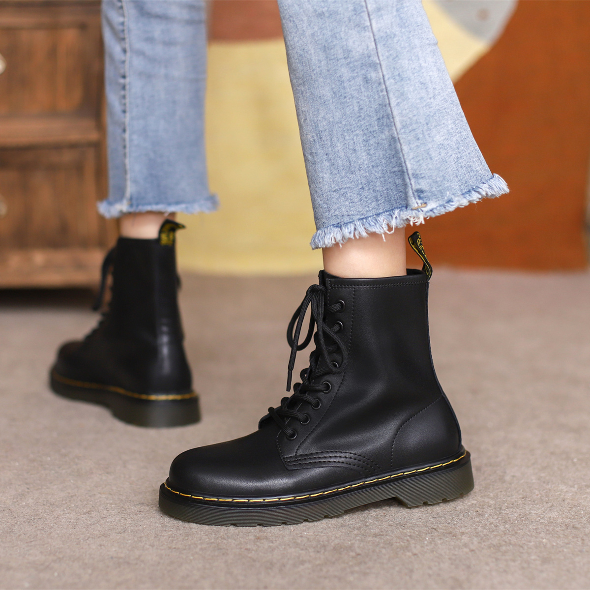 真皮短靴女春秋季单靴2021年新款百搭网红英伦风1460八孔马丁靴潮