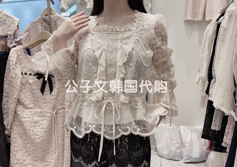 Korea East Gate purchasing design sense foreign style top Lolita fairy top trumpet sleeve square neck heavy industry lace shirt