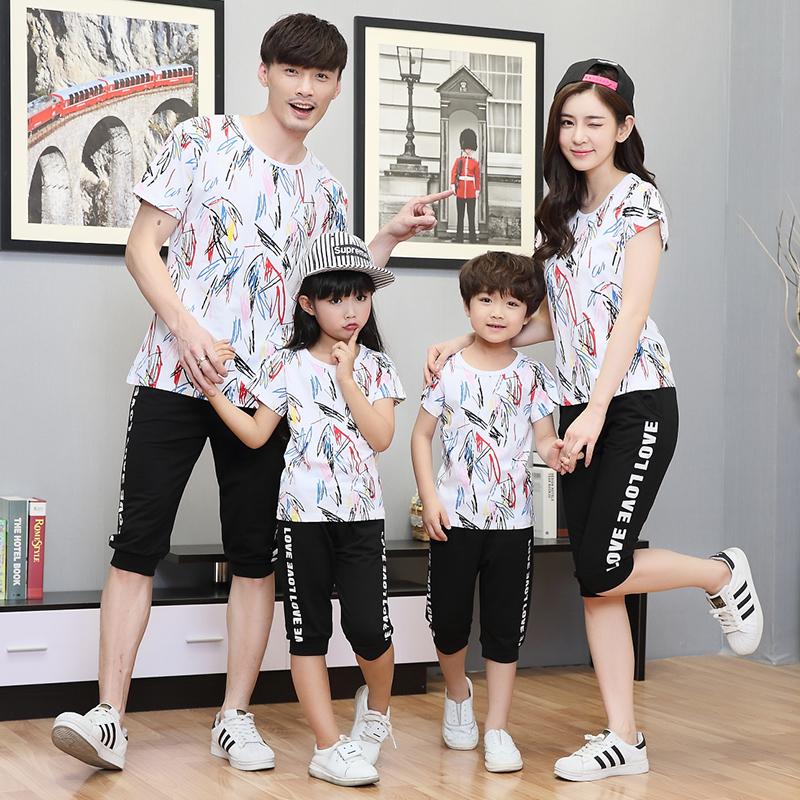 亲子装春装2018新款潮韩版斑斓彩条套装一家三口全家装夏T恤套装