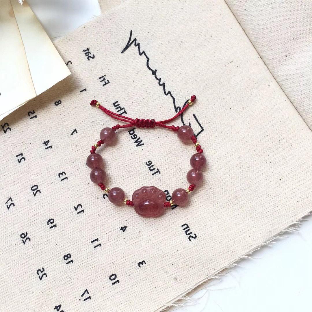草莓晶猫爪带手上的首饰女流行饰品网红少女心时尚潮流美观好看