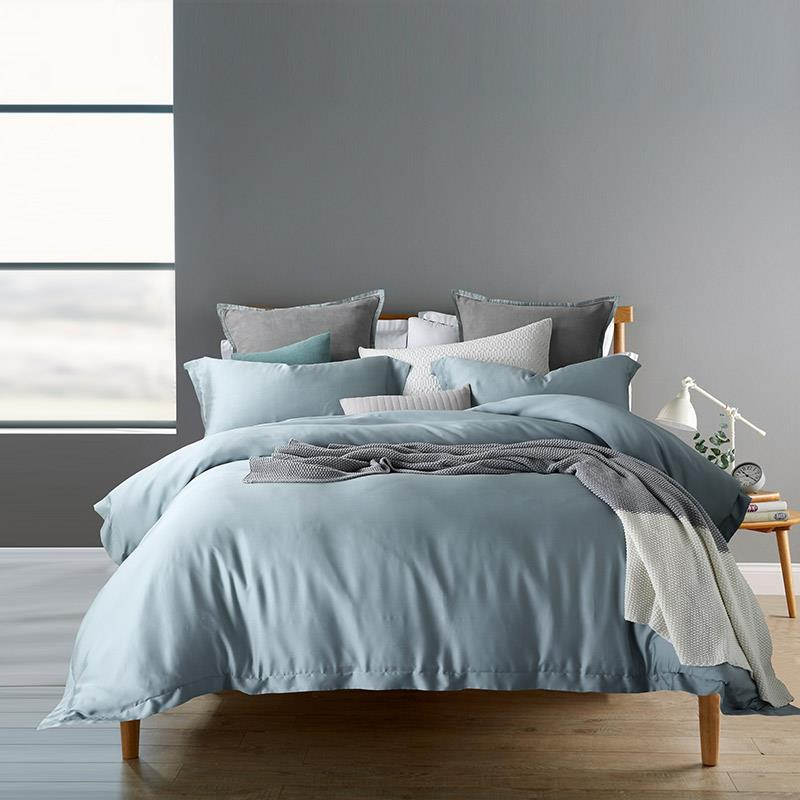 Lencier is very comfortable to sleep. Pure Nordic style. Pure cotton. Four piece bed. Leiden grey lake