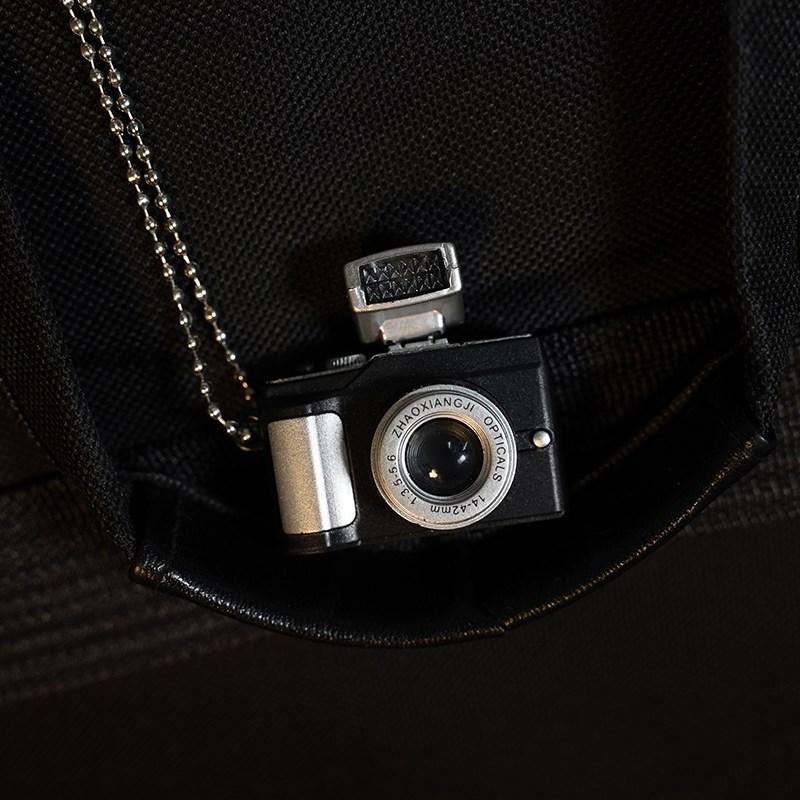 发光相机项链复古小相机毛衣链嘻哈闪光发声仿单反照相机吊坠挂件