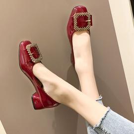 方头奶奶鞋女粗跟低跟皮带扣水钻单鞋中跟豆豆鞋法式少女高跟鞋女