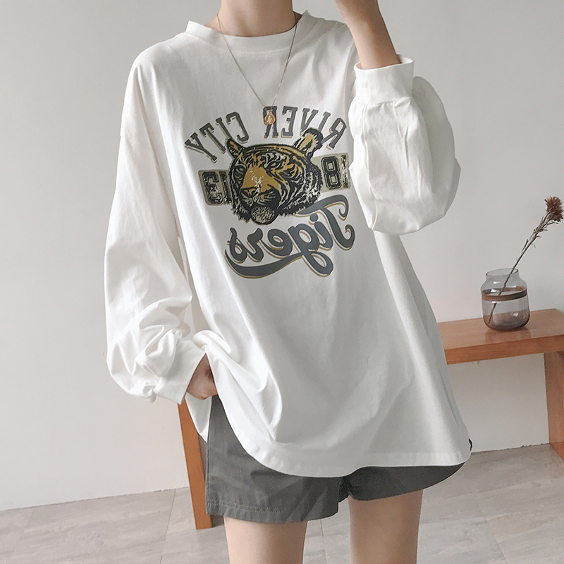 White t-shirt women's autumn clothing 2021 new Hong Kong style temperament loose and thin wild long-sleeved shirt disappearing compassionate