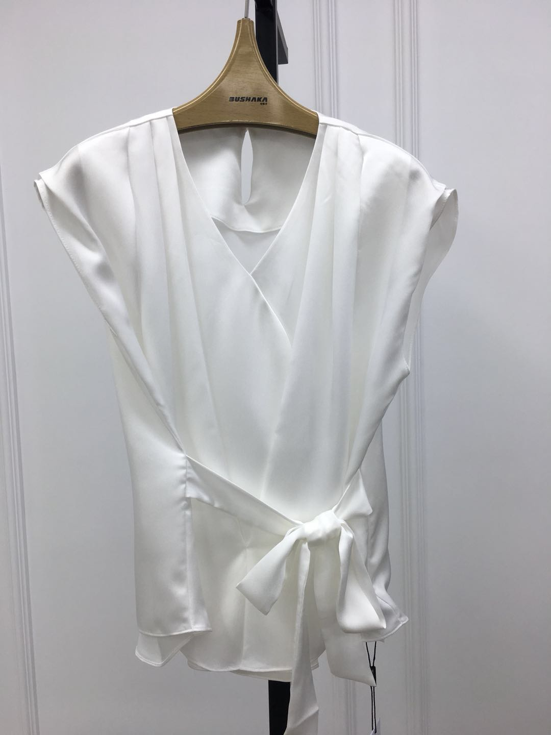 [haoxuan light luxury] new style fashionable V-neck waistband solid color top in summer 2020 zz20851