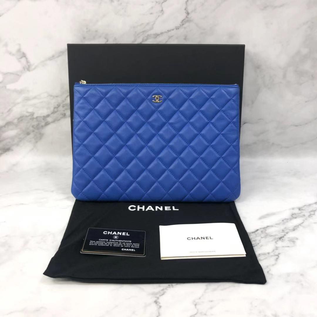 12月01日最新优惠闲鱼优品  香奈儿蓝色羊皮女士手拿包 X02199  00147
