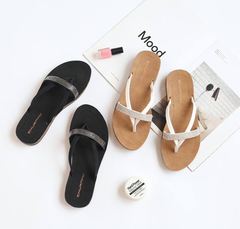2020 summer thick bottomed flip flop womens beach shoes flat bottomed non slip bathroom fashion diamond wear cool slippers tide