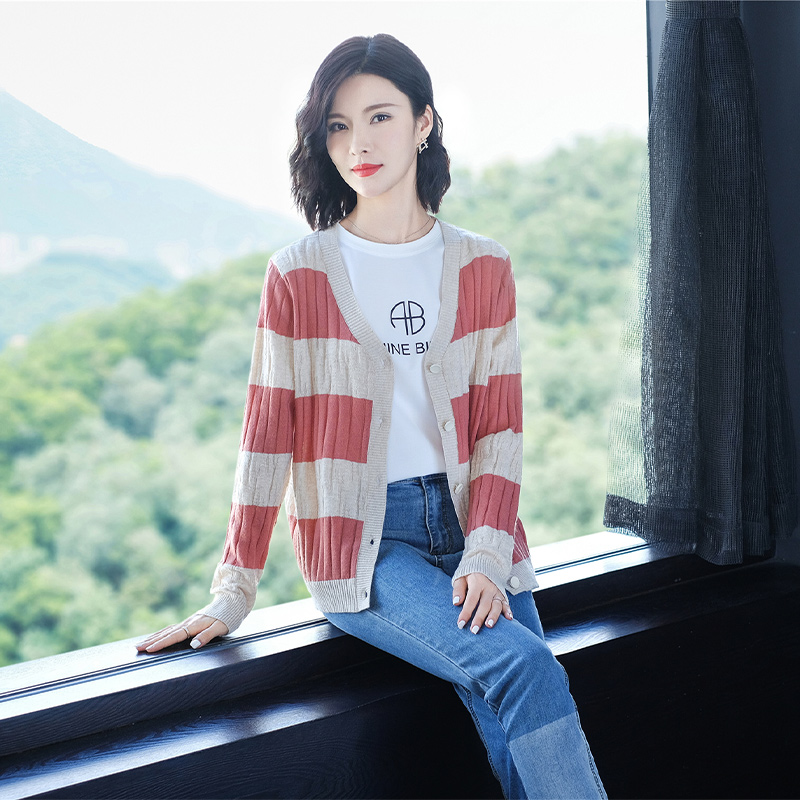 Womens knitted cardigan jacket with sweater in spring and Autumn