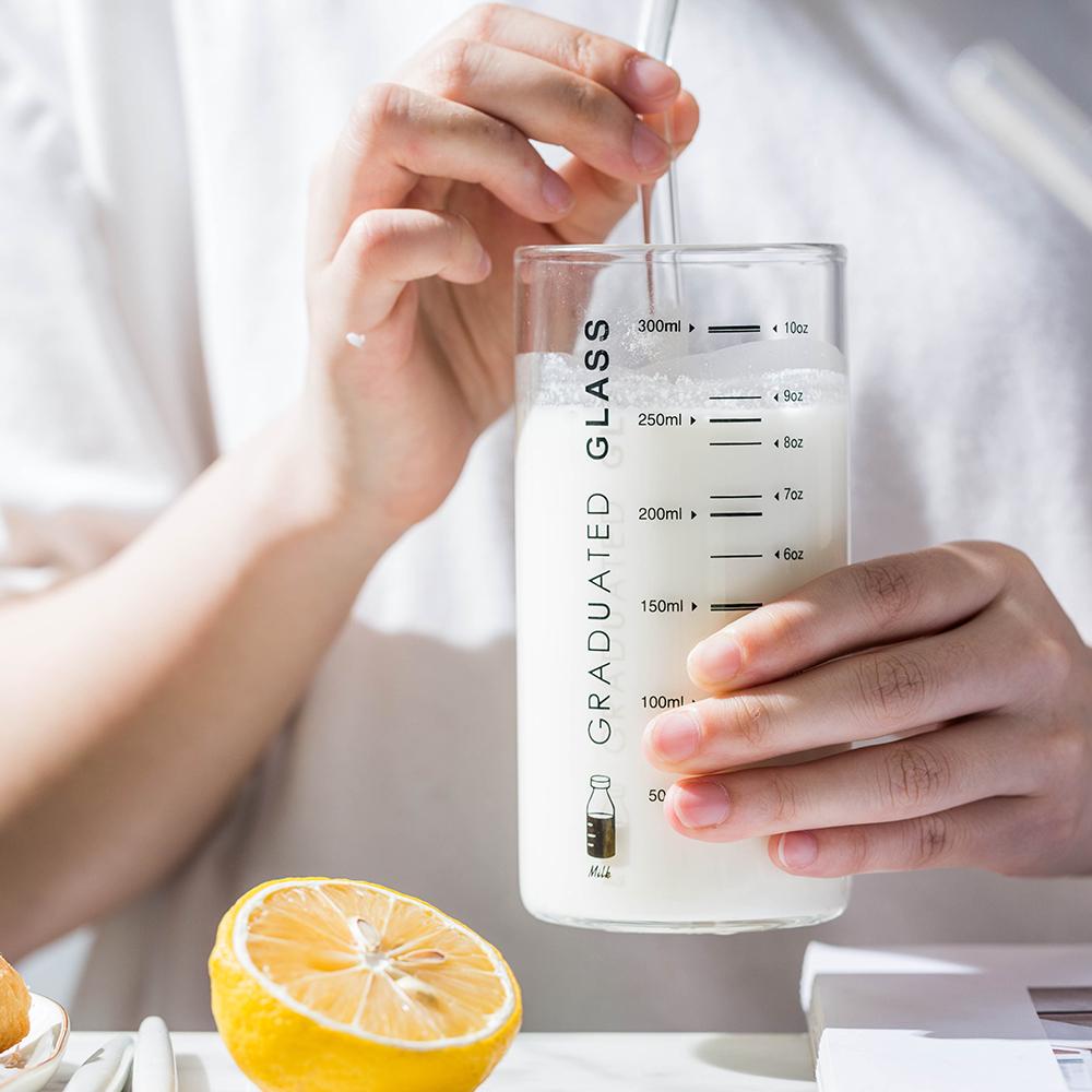 摩登主妇透明带刻度儿童吸管牛奶杯可微波炉加热玻璃杯宝宝喝水杯