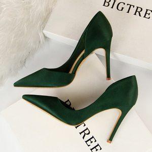 春夏季欧美绸缎浅口尖头OL气质高跟鞋黑色侧空性感显瘦女单鞋10cm