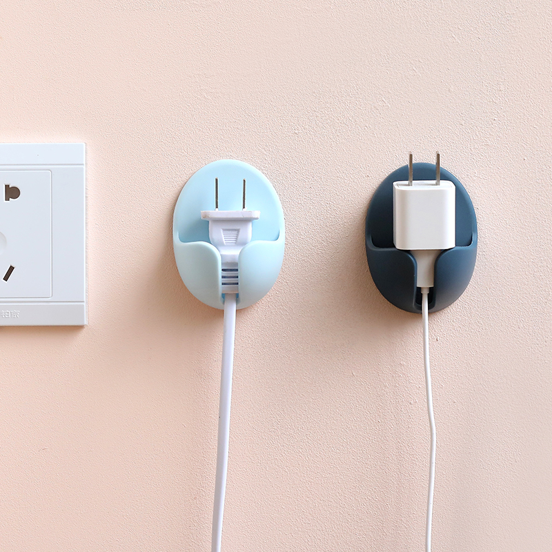 家用创意电源插头挂钩壁挂厨房无痕墙壁强力粘胶电器电线收纳挂架