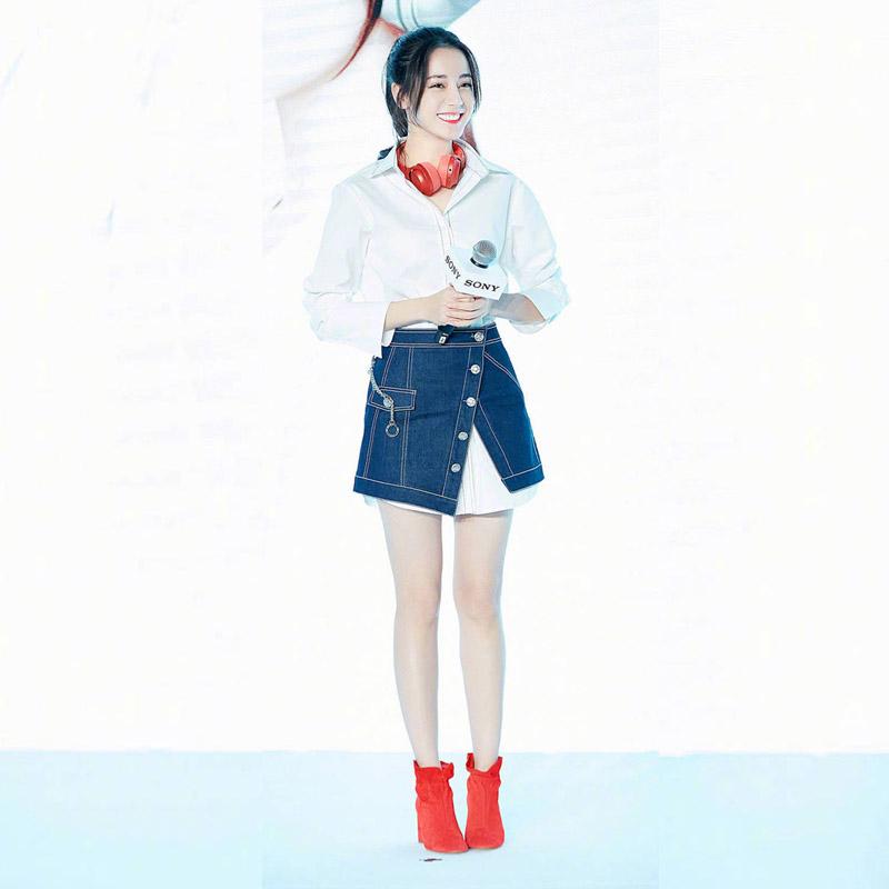 2020 spring and summer star Zhang Xiaofei Deli hot Batong slim front split denim skirt