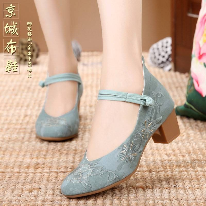 Cheongsam walk show shoes round head special spring low heeled bride high heeled shoes Beijing Chinese style matching suit