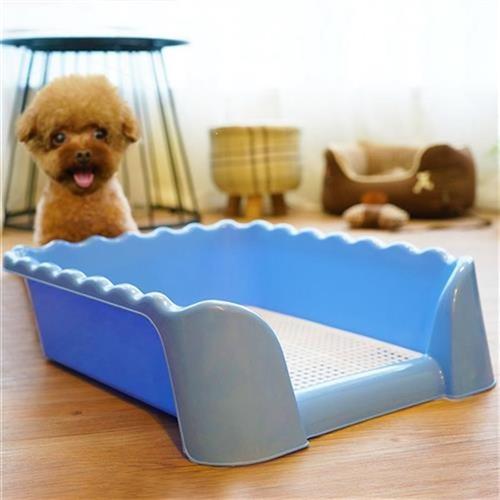 便器の上の尿鉢の位置を決めて排便を行います。C尿用の犬のトイレのおもちを敷いて排便します。