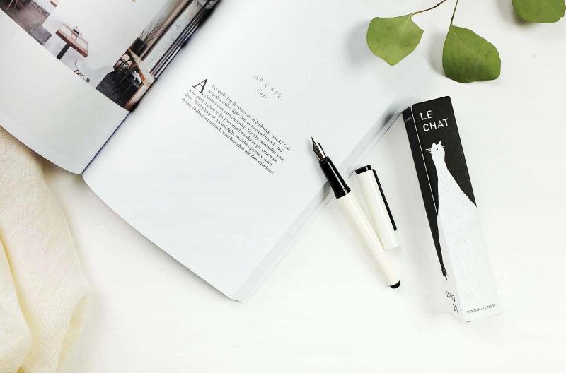 台湾の日曜日の文房は2020新型の白黒の万年筆を備えています。