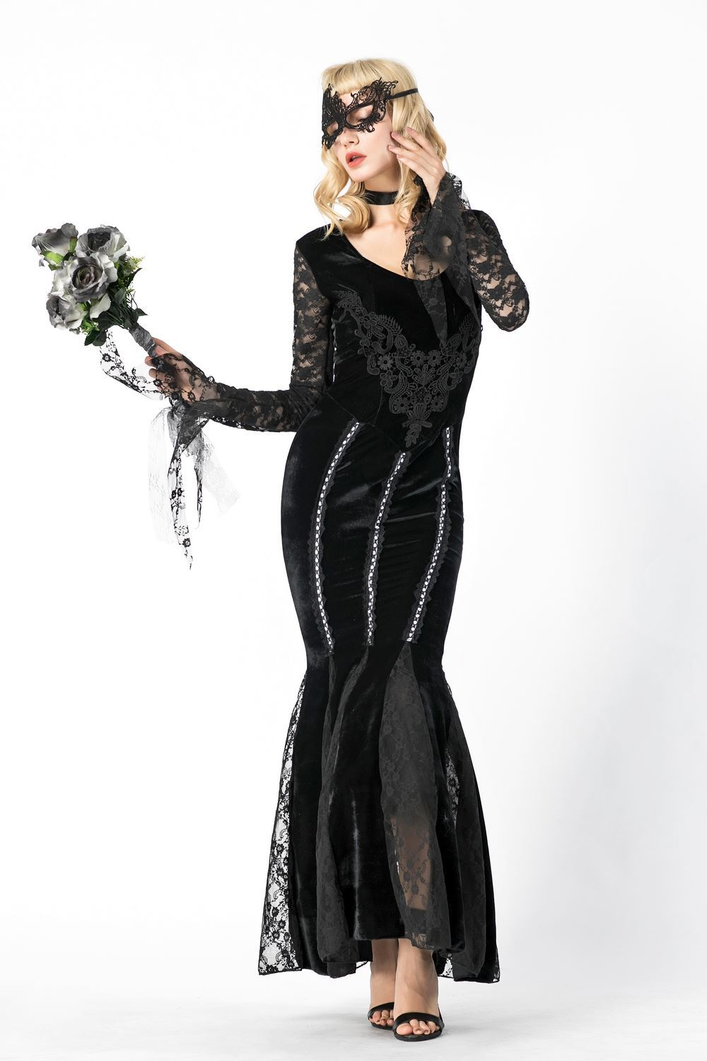 The vampire earl vampire role play dress with black lace for Halloween